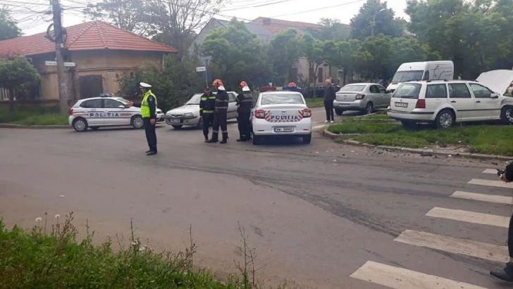 Zi neagră, în Timișoara. Mașini distruse și mai multe victime, după două accidente