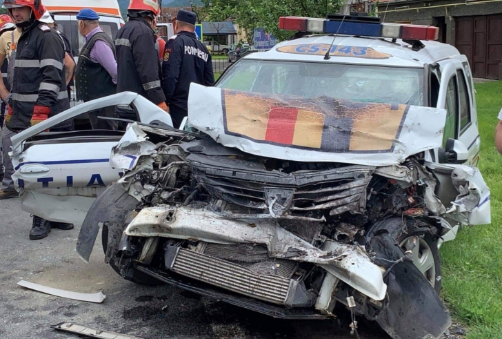Accident grav cu mașina Poliției într-o localitate din Caraș Severin