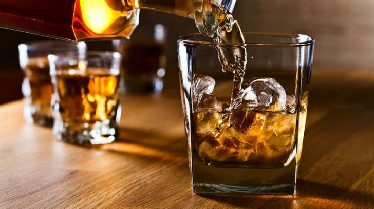 De ce timpul trece altfel când bei? Efectul alcoolului asupra organismului, descifrat de specialiști
