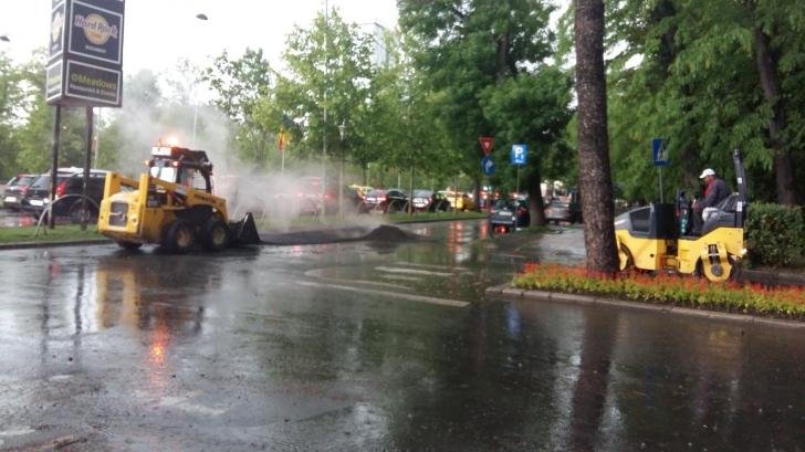 <p>asfaltare pe ploaie Bucuresti</p>