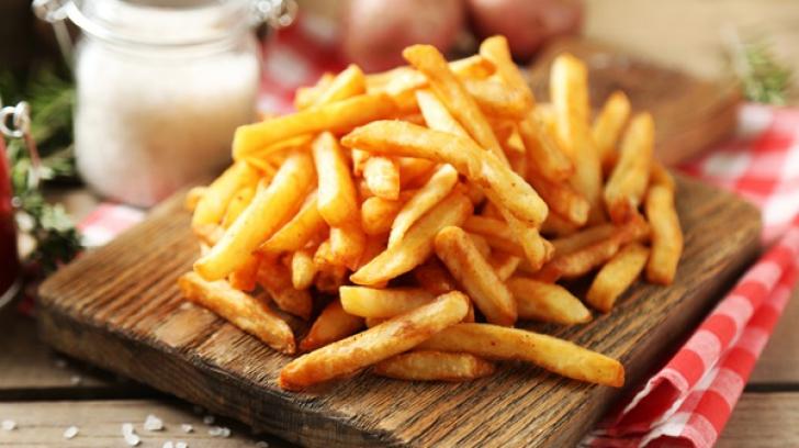Cartofi prăjiţi ca la restaurant, crocanți și aurii, la tine acasă. Ce nu făceai bine până acum