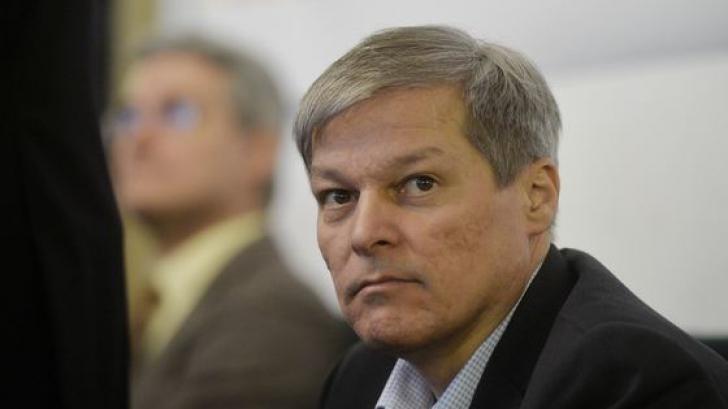 Alianţa USR-PLUS cere Guvernului să dea OUG pentru prelungirea programului de vot