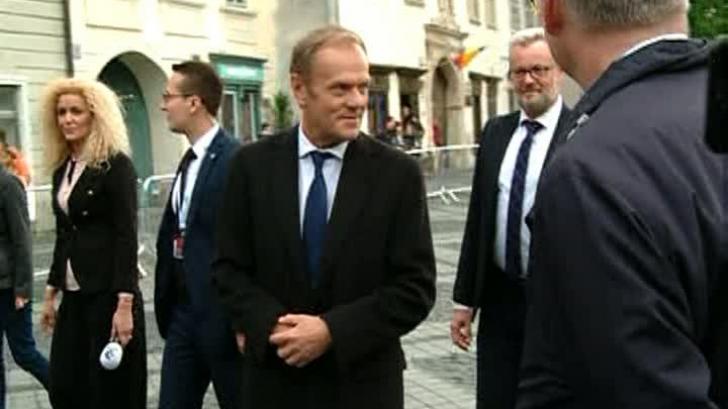 Donald Tusk, la plimbare în Piața Mare din Sibiu