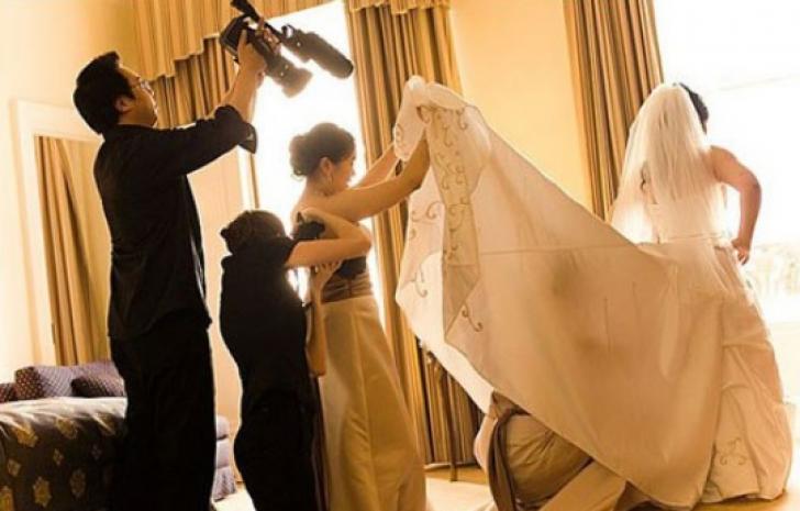 <p>Cele mai nebune fotografii de la nunţi. Imaginile pe care mirii au vrut să le ardă!</p>