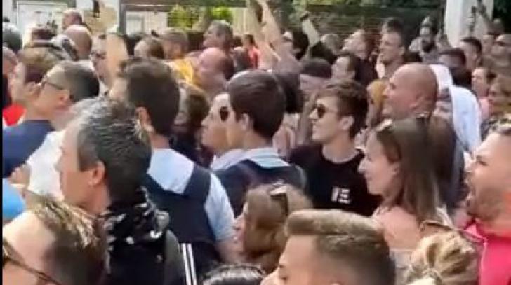Europarlamentare diaspora. Scene nebune la Frankfurt: românii scandează, presa germană filmează