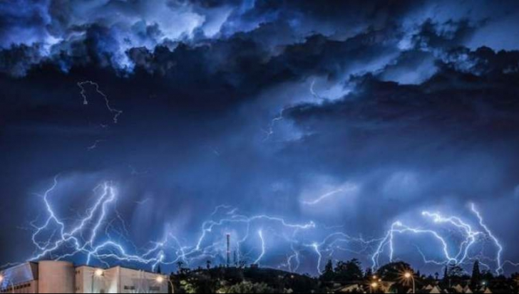 Nu scăpăm de URGIE! O nouă atenționare meteorologică de vreme rea