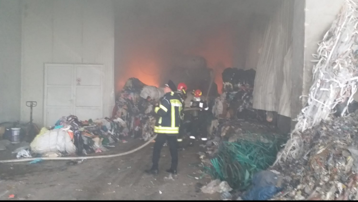 Incendiu puternic în Hunedoara
