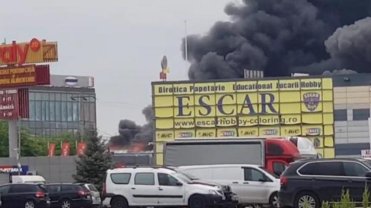 Incendiu violent, la un depozit din Ilfov