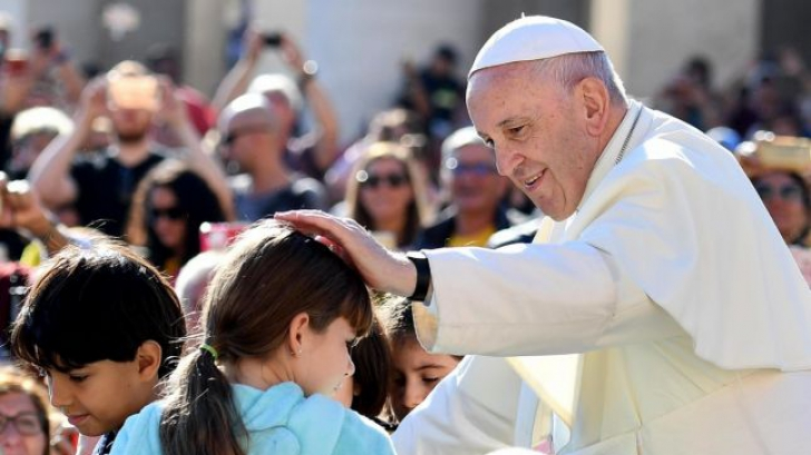 La ce oră ajunge Papa în România