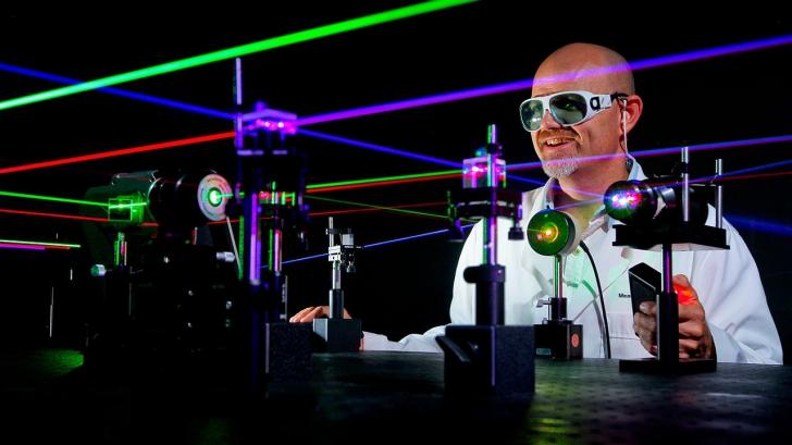 Cel mai puternic laser din lume, creat în România, va simula un eveniment cosmic incredibil