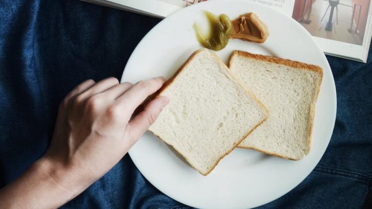 Ce se întâmplă cu alimentele când expiră? Sunt toxice sau mai pot fi consumate?