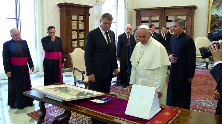 Iohannis, alaturi de Papa la toate ceremoniile
