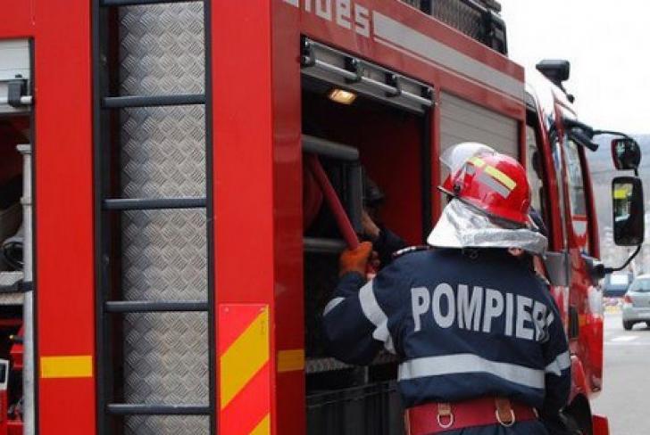 Incendiu violent, în Ilfov. Intervenție în forță a pompierilor: 17 autospeciale intervin