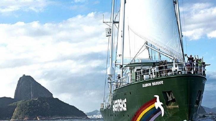 Rainbow Warrior, nava războinică, a intrat în România!