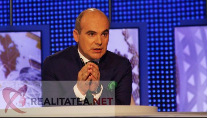 Rareș Bogdan, pe vremea când prezenta emisiunea Jocuri de Putere la Realitatea TV. Foto: Cristian Otopeanu