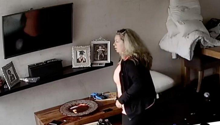 Camera video, ascunsă în dormitor
