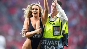 Kinsey Wolanski, scoasă de un steward de pe gazonul finalei Champions League