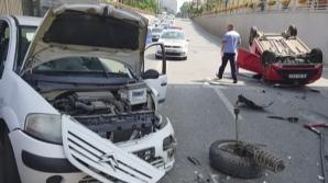 Accident pectaculos, în Timișoara. Mașină răsturnată sub pasaj: o victimă