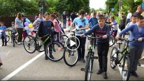 Câte o bicicleta pentru fiecare copil