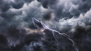 Prognoza meteo a fost revizuită. Schimbări dramatice: cod GALBEN de furtuni și vijelii periculoase