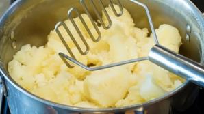 Cum faci cel mai bun piure de cartofi. Un singur ingredient face diferenţa!