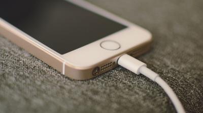 Iată ce trebuie să faci dacă telefonul tău nu se mai încarcă