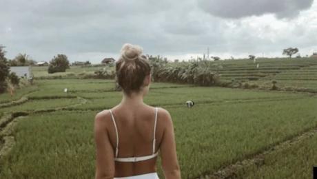 A făcut o poză în bikini lângă lanul de orez. A urmat ceva devastator. Cine s-ar fi așteptat?