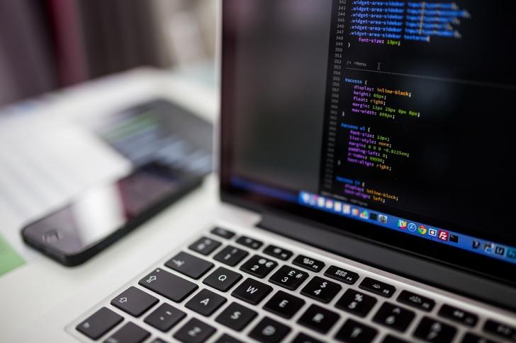 Limbajele de programare pe care să le înveți dacă vrei să faci bani