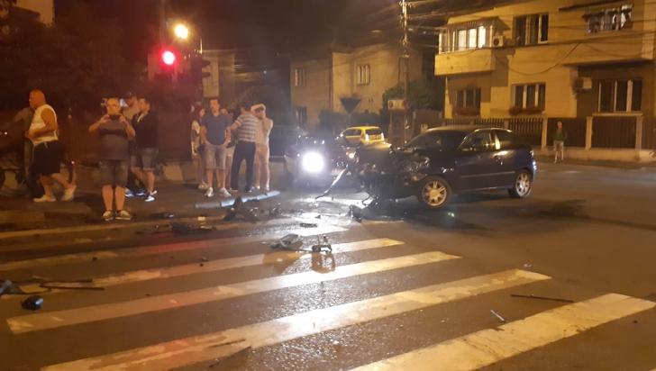 Grav accident pe o stradă din Cluj: 3 persoane rănite după ce un şofer a trecut pe roşu
