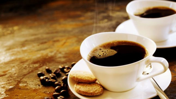 Ce să pui în cafea și schimbi tot. Ai nevoie de numai câteva picături!
