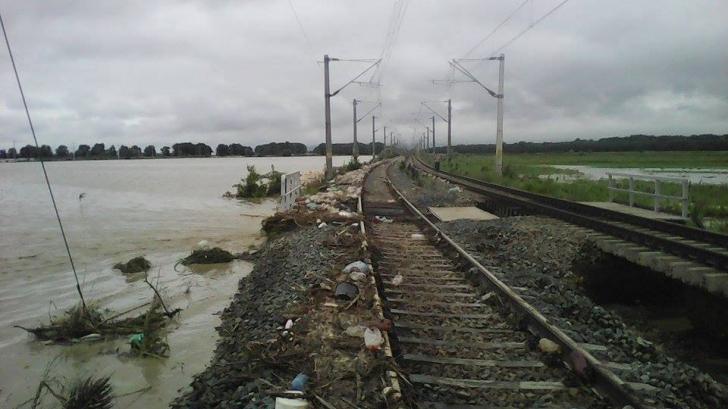 Circulația feroviară blocată în județul Arad din cauza inundațiilor