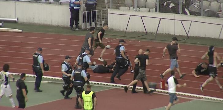 Bătaie şi violenţe incredibile la Cluj. Un om de ordine a fost umplut de sânge. FOTO