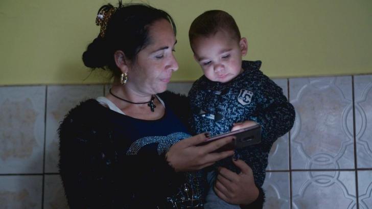 Copil român despărțit de părinți la granița dintre SUA și Mexic