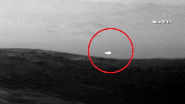 Ce este lumina stranie fotografiată pe Marte de NASA. Speculațiile explodează pe Internet