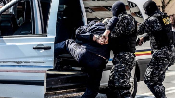 Descoperirea terifiantă făcută de polițiști pe aeroport. Ce au găsit în stomacul unui bărbat