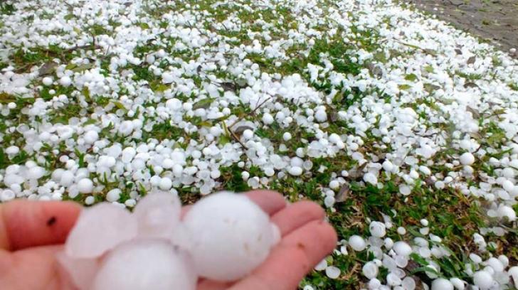 ALERTĂ de fenomene meteo periculoase IMEDIATE: unde lovesc furtunile și grindina