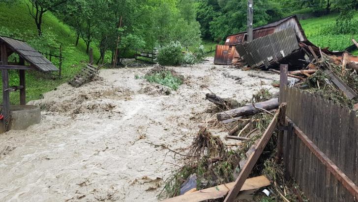 90 de morți în urma inundațiilor și alunecărilor de teren din Vietnam