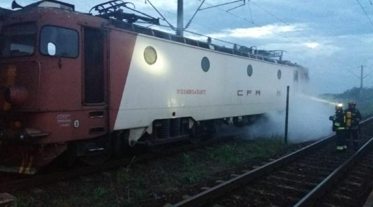 <p>Locomotiva, in flacari</p>