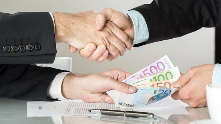 Românii nu-și negociază salariul, chiar dacă pot obține o sumă mai mare