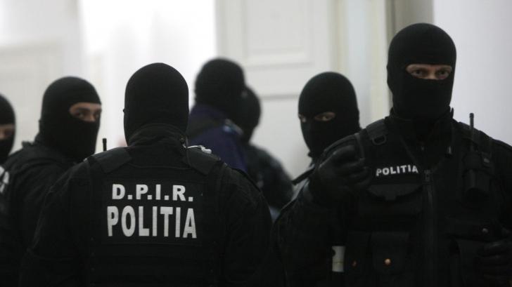 Percheziții de amploare în trei dosare de corupție săvârșite de funcționari publici