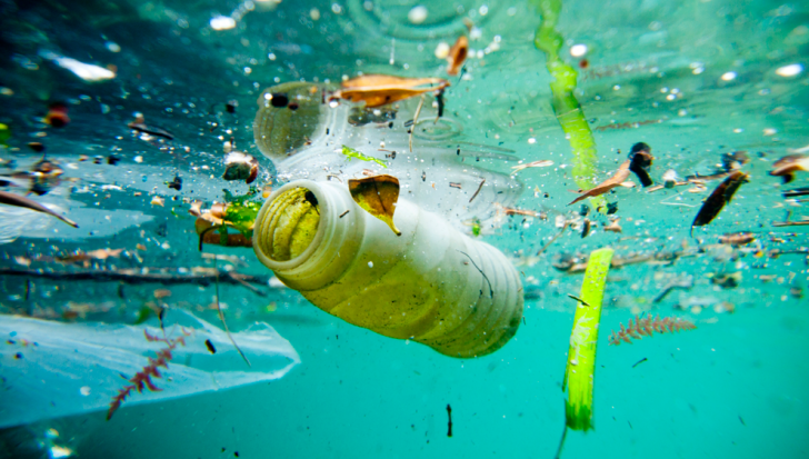 Cercetătorii au descoperit cum să transforme plasticul în apă