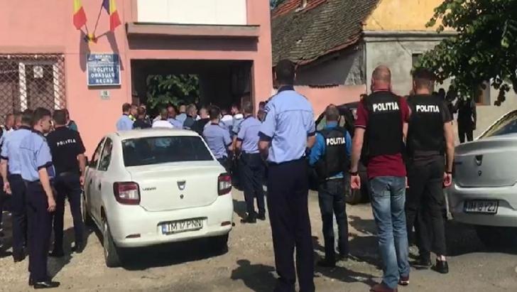 ALERTĂ MAXIMĂ! Polițiști, jandarmi, câini, un elicopter în căutarea celui care a ucis un polițist
