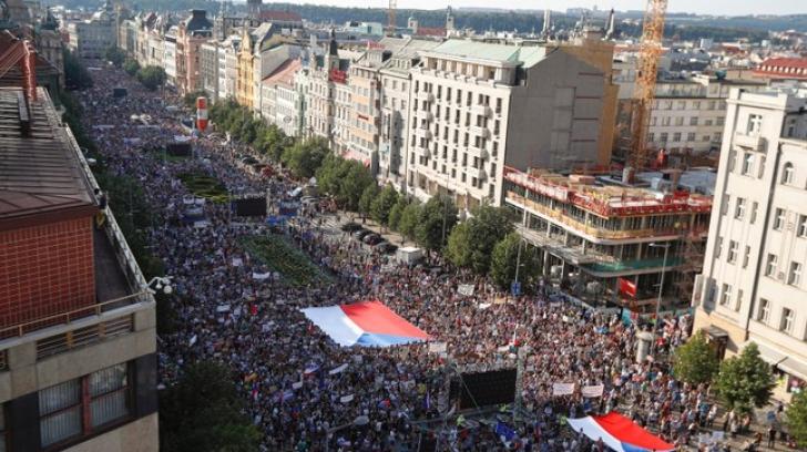 Protest la Praga: se cere demisia premierului