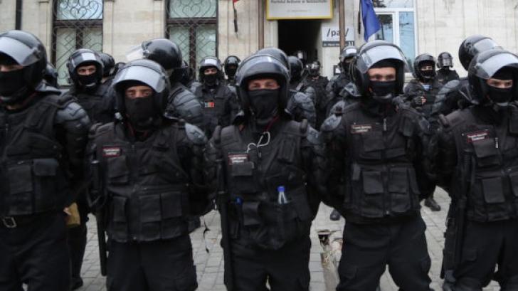 Evenimente dramatice la Chișinău. Ziua în care Republica Moldova s-a trezit cu două guverne