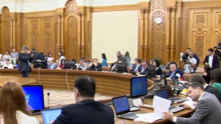 Opoziţia acuză PSD că a furat voturi ca să dea puteri mai mari Poliţiei