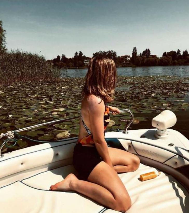 Simona Halep, sexy şi sumar îmbrăcată, într-o barcă