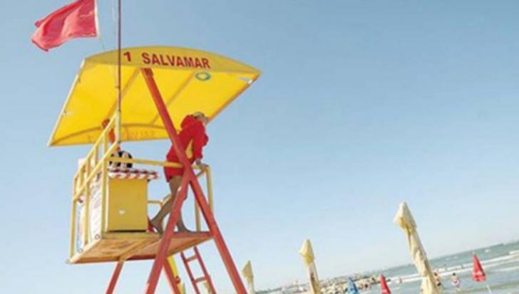 Alertă pe litoral! Steagul roșu, arborat de salvamari