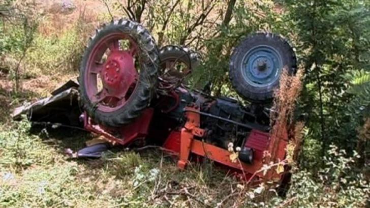 Tată și fiică, răniți după ce au sărit dintr-un tractor scăpat de sub control