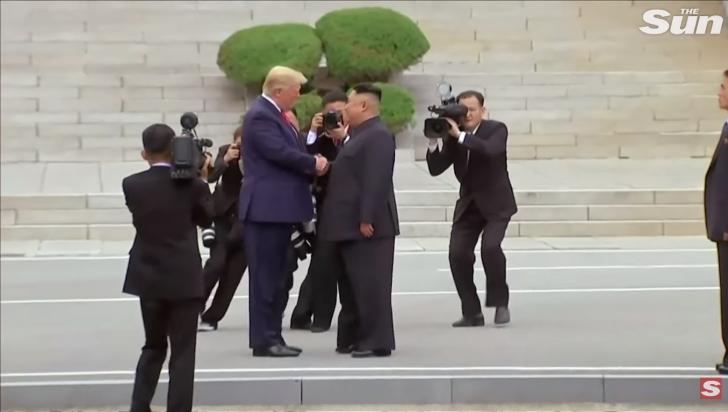 Întâlnire istorică în Zona Demilitarizată dintre cele două Corei: Trump vs Kim Jong Un