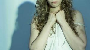 Mesajul terifiant crestat pe piele de o tânără, după ce a fost violată ani la rând